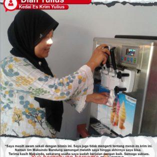 Kedai Es Krim Yulius : Dengan adanya Mesin Es Krim Dari Maksindo Usaha Saya Semakin Berjalan Lancar